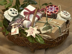 Easy Homemade Christmas Gift Basket