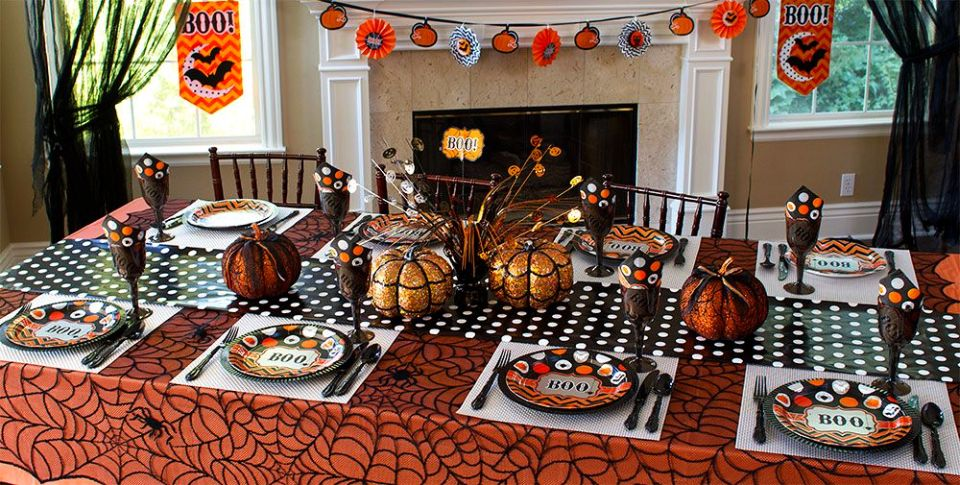 8 innovative ideas for halloween table decorations. Black Bedroom Furniture Sets. Home Design Ideas