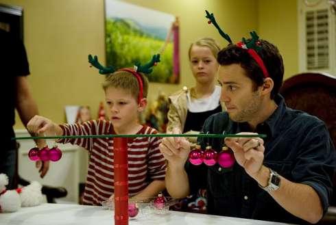 Minute To Win It Christmas Games.11 Joyful Minute To Win It Christmas Games